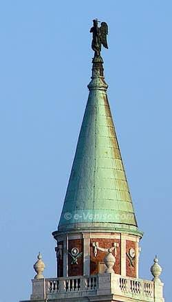 Le clocher et l'ange du campanile de San Giorgio Maggiore
