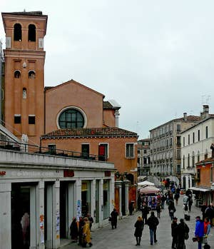 Le campanile de San Felice le long de la Strada Nova à Venise