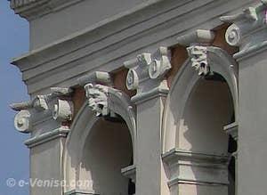 Campanile de San Francesco della Vigna à Venise - sculptures de la cellule