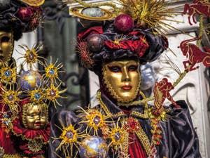 Chasse au trésor du Carnaval de Venise sur la place Saint-Marc