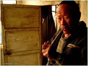 """""""Women cengjing de wuchanzhe"""" (Il était une fois un prolétaire: 12 contes d'un pays) de GUO Xiaolu"""