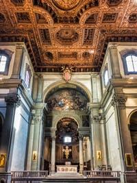 Choeur et plafond à caissons de bois de Felice Gamberai (1630) de l'église de la Badia Fiorentina restructurée en 1627 par Matteo Segaloni, à Florence en Italie