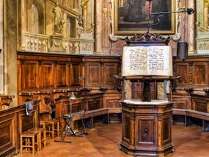 Choeur et lutrin en bois sculpté du Presbyterium par Francesco et Marco del Tasso, 1502, église de la Badia Fiorentina à Florence Italie