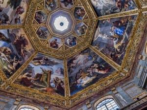 Coupole de la chapelle des Princes Médicis, peintures de Pietro Benvenuti à Florence en Italie