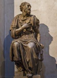 Statue de saint Côme par Giovanni Angelo Montorsoli, Sacrestia Nuova, la chapelle Médicis de Michel-Ange à Florence en Italie