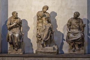 Statues de Saint-Côme, Vierge à l'enfant de Michel-Ange et Saint-Damien, Sacrestia Nuova, la chapelle Médicis de Michel-Ange à Florence en Italie