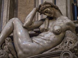 La Nuit, Tombeau de Giuliano de Médicis par Michel-Ange, Sacrestia Nuova, la chapelle Médicis à Florence en Italie