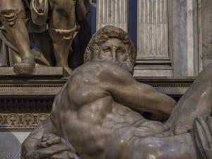 Le Jour, Tombeau de Giuliano de Médicis par Michel-Ange, Sacrestia Nuova, la chapelle Médicis à Florence en Italie