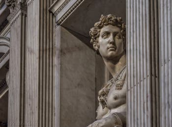 Statue de Giuliano de Médicis par Michel-Ange, Sacrestia Nuova, la chapelle Médicis à Florence en Italie