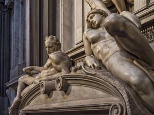 Statue de l'Aurore du tombeau Lorenzo de Médicis, Sacrestia Nuova par Michel-Ange