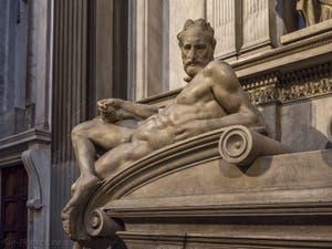 Statue du Crépuscule du tombeau Lorenzo de Médicis, Sacrestia Nuova par Michel-Ange