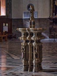 Bénitier Cathédrale Santa Maria del Fiore, le Duomo à Florence en Italie