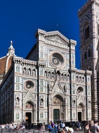 La façade de la Cathédrale Santa Maria del Fiore ou Duomo à Florence en Italie