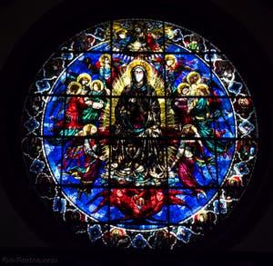 Vitrail Assomption de la Vierge de la Cathédrale Santa Maria del Fiore, le Duomo à Florence en Italie