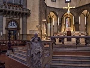 Crucifix de Benedetto da Maiano Cathédrale Santa Maria del Fiore, le Duomo à Florence en Italie