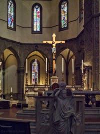 Crucifix de Benedetto da Maiano de la Cathédrale Santa Maria del Fiore, le Duomo à Florence en Italie