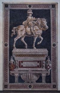 Fresque Statue equestre Niccolo da Tolentino Cathédrale Santa Maria del Fiore, le Duomo à Florence en Italie