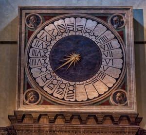 L'horloge et les prophètes de la Cathédrale Santa Maria del Fiore ou Duomo à Florence en Italie