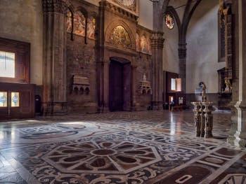 Marbres polychromes de la Cathédrale Santa Maria del Fiore, le Duomo à Florence en Italie