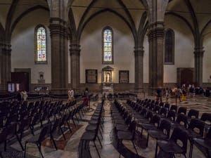 Nef centrale latérale droite de la Cathédrale Santa Maria del Fiore, le Duomo à Florence en Italie