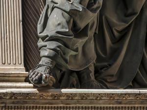 Andrea del Verrocchio, l'incrédulité de Saint-Thomas, statue de bronze 1486, Tabernacle de Donatello et Michelozzo, 1425 Florence Italie