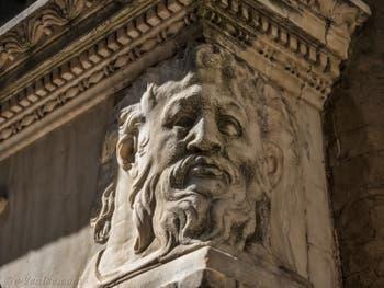 Andrea del Verrocchio, l'incrédulité de saint Thomas, statue de bronze 1486, Tabernacle de Donatello et Michelozzo, 1425 Florence Italie