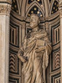 Filippo Brunelleschi, Saint-Pierre, Statue de Marbre, XVe siècle, Tabernacle de la guilde des bouchers-charcutiers, église Orsanmichele Florence Italie