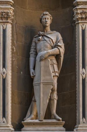 Donatello, statue de Saint-Marc, 1413, Tabernacle avec Saint-Jacques de Giovanni Albizzo Pietro de 1411, pour la guilde des liniers, frippiers et tailleurs, église Orsanmichele à Florence en Italie
