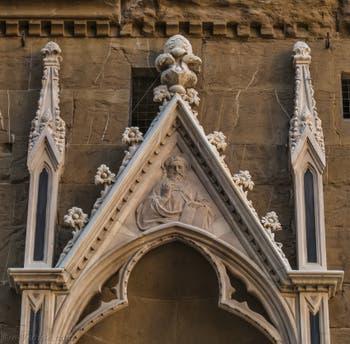 Donatello, statue de saint Marc, 1413, Tabernacle avec saint Jacques de Giovanni Albizzo Pietro de 1411, pour la guilde des liniers, frippiers et tailleurs, église Orsanmichele à Florence en Italie