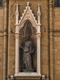 Lorenzo Ghiberti, Statue en bronze de Saint-Etienne, 1429, tabernacle d'Andrea Pisano, 1340, pour la guilde des lainiers, église Orsanmichele à Florence en Italie