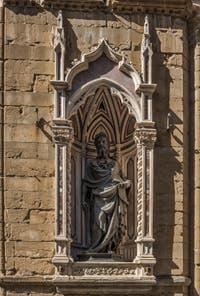 Lorenzo Ghiberti, Saint-Jean-Baptiste, statue en bronze de 1416, tabernacle d'Albizzo di Piero, 1414, pour la guilde des drapiers calimala, église Orsanmichele à Florence Italie