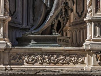 Lorenzo Ghiberti, saint Jean-Baptiste, statue en bronze de 1416, tabernacle d'Albizzo di Piero, 1414, pour la guilde des drapiers calimala, église Orsanmichele à Florence Italie