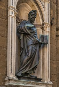 Lorenzo Ghiberti, Statue de Saint-Mathieu en bronze de 1422 pour la guilde des cambistes, église Orsanmichele à Florence en Italie