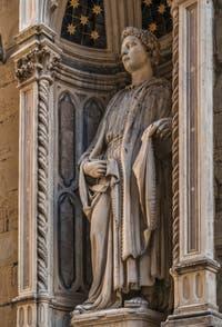 Nanni di Banco, statue de Saint-Philippe, en marbre, 1410-1412, pour la guilde des paussiers, église Orsanmichele à Florence en Italie