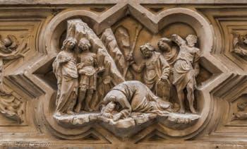 Niccolo Piero Lamberti, Statue saint Jacques 1420 et tabernacle de la décapitation par Giovanni Albizzo en 1413, pour la guilde des fourreurs de vair, église Orsanmichele à Florence en Italie