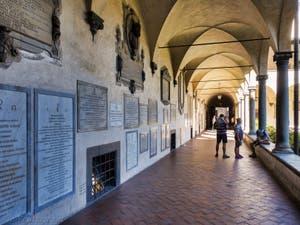 Cloître de l'église San Lorenzo à Florence en Italie