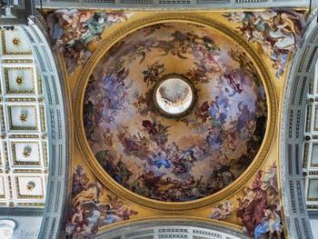 Fresques de la coupole de l'église San Lorenzo Médicis par Vincenzo Meucci en 1742 à Florence en Italie