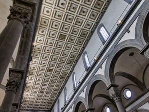 Nef de l'église San Lorenzo à Florence en Italie