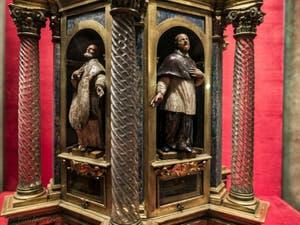 Reliquaire de Saint-Francis de Paola dans la crypte de l'église San Lorenzo à Florence en Italie