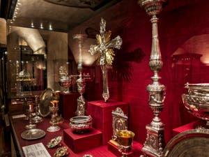 Reliquaire des Saint fondateurs dans la crypte de l'église San Lorenzo à Florence en Italie