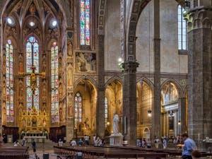 Chœur et chapelles de l'église Santa Croce à Florence en Italie