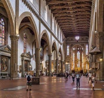 Nef de l'église Santa Croce à Florence en Italie