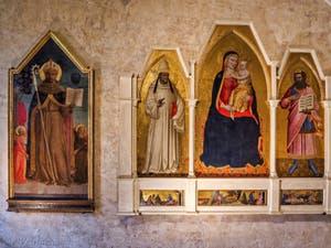 Sur la gauche, Rossello di Jacopo Franchi, Saint-Bernard de Sienne et les Anges (1450) église de Santa Croce à Florence en Italie