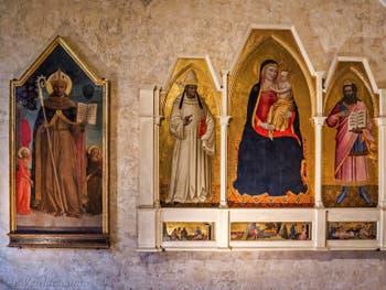Sur la gauche, Rossello di Jacopo Franchi, saint Bernard de Sienne et les Anges (1450) église de Santa Croce à Florence en Italie
