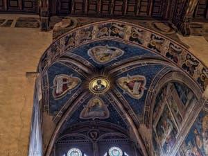 Fresques Sacristie Chapelle Rinuccini par Giovanni da Milano, histoire de Madeleine et de la Vierge église Santa Croce à Florence en Italie