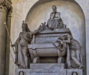 Cénotaphe de Dante Alighieri dans l'église Santa Croce à Florence en Italie