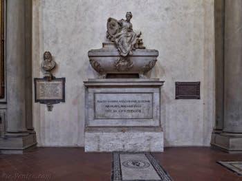Tombeau de Nicolas Machiavel dans l'église Santa Croce à Florence en Italie