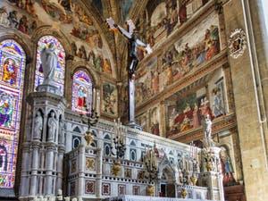 Chœur et Autel de l'église Santa Maria Novella à Florence en Italie