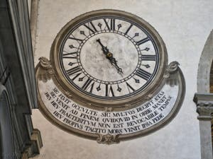 Horloge du transept de l'église Santa Maria Novella à Florence en Italie