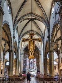 Crucifix de Giotto (1290) nef de l'église Santa Maria Novella à Florence en Italie